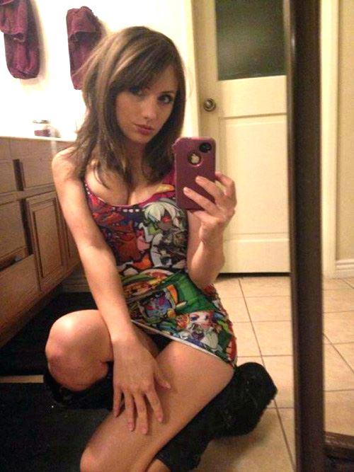 nerdy teen mirror selfie