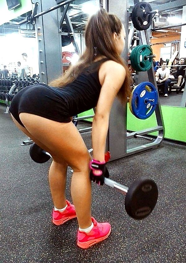 fitness girl big ass deadlift