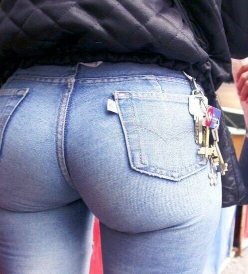7 Pictures of Girls With Big And Apple Ass Wearing Jeans