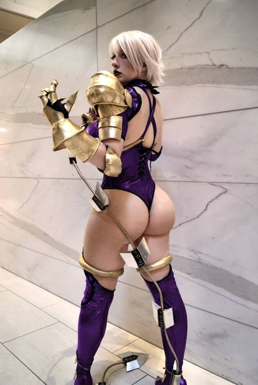 big ass cosplay girl