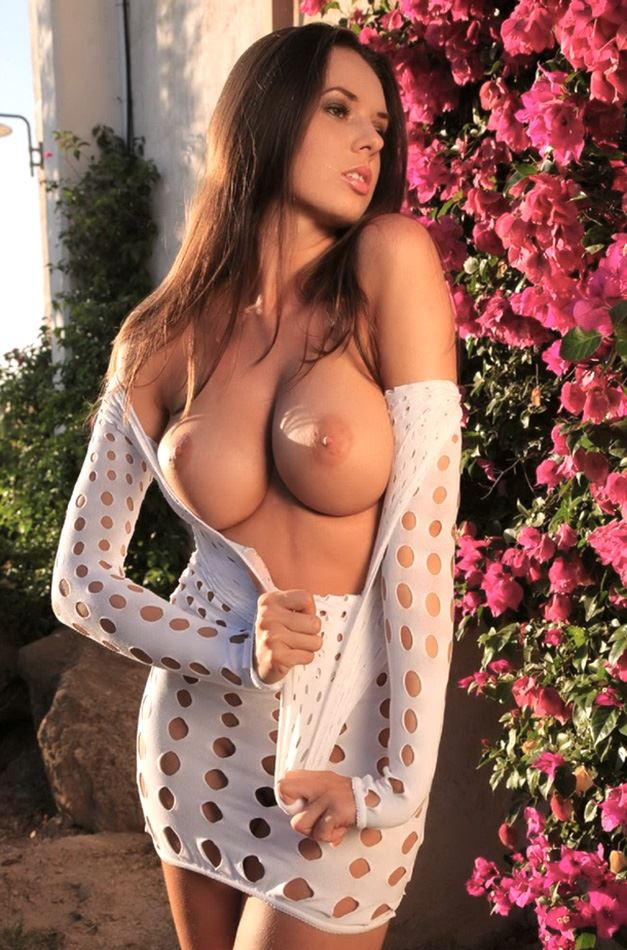 naked girl in garden
