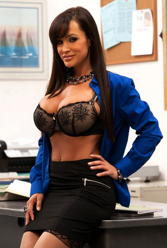 lisa ann big tits in bra