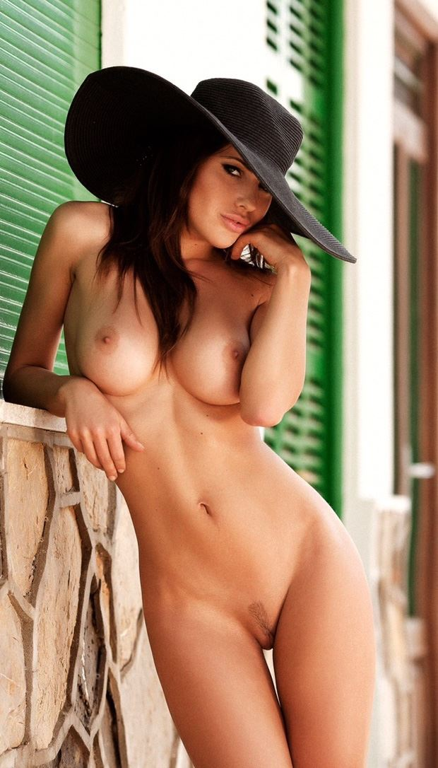naked girl with big black fashion hat