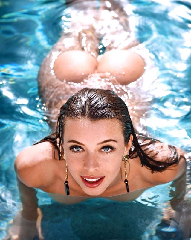 9 XXX Water and Underwater Pictures of Sexy Girls