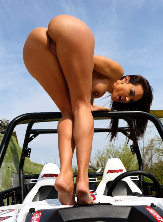 girl shows her ass on car