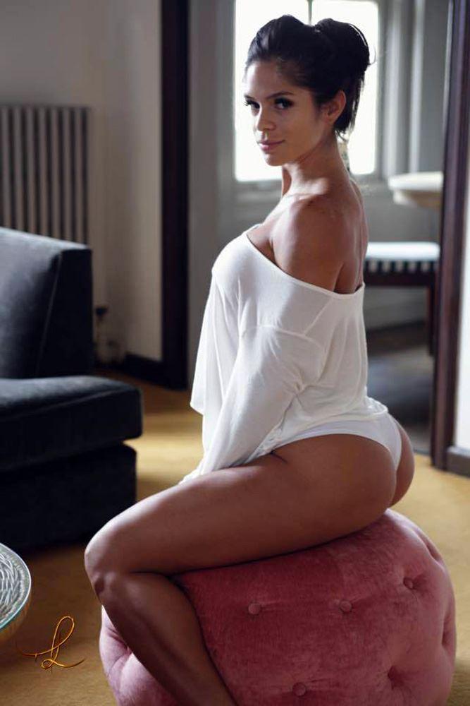 Michelle Lewin sexy pose