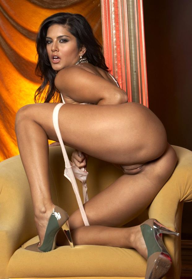sunny leone in sex doggy position