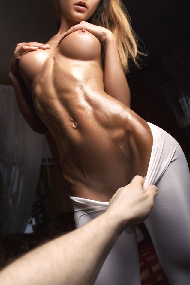 naked strong belly of fit blonde girl