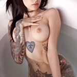naked tattooed brunette pic