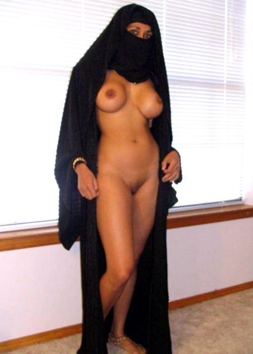 naked pakistani woman in hijab pic
