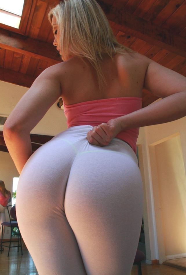 Alexis Texas' ass in white yoga pants