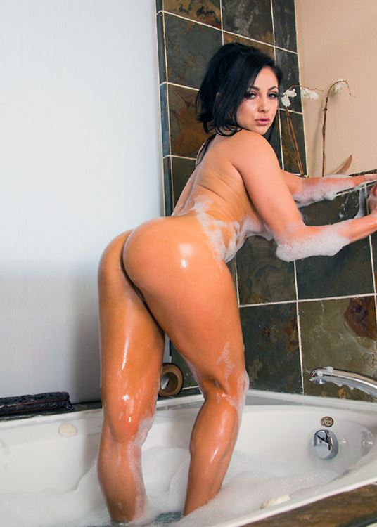 audrey bitoni in bath