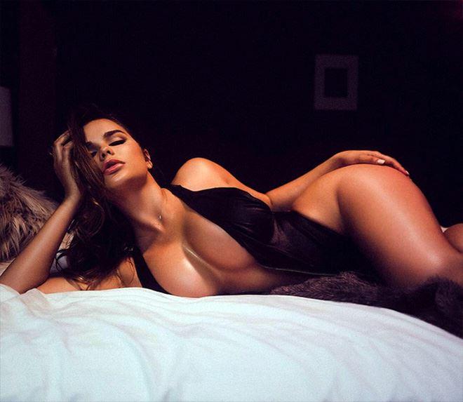 Anastasiya Kvitko sexy pose