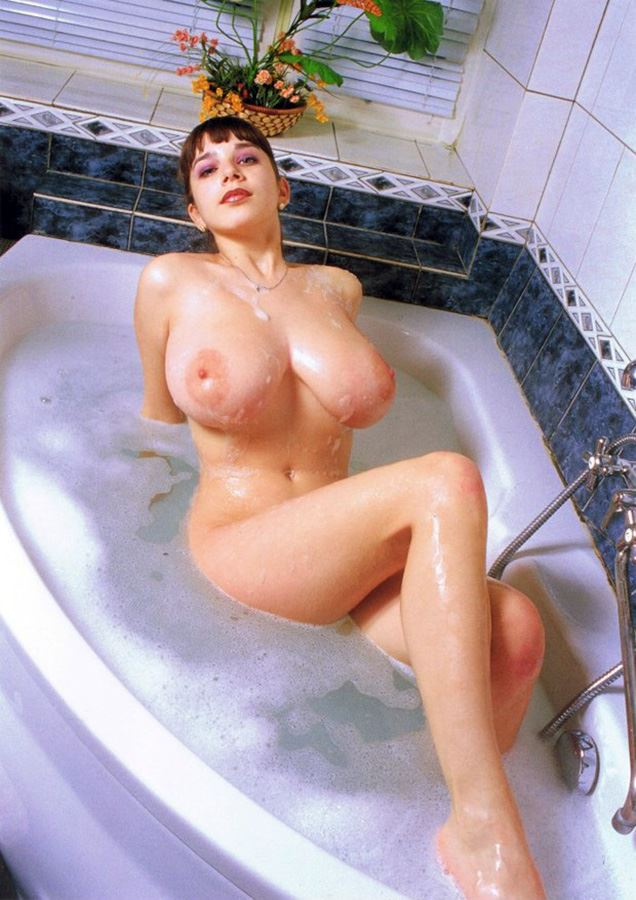 naked yulia nova in bath tube