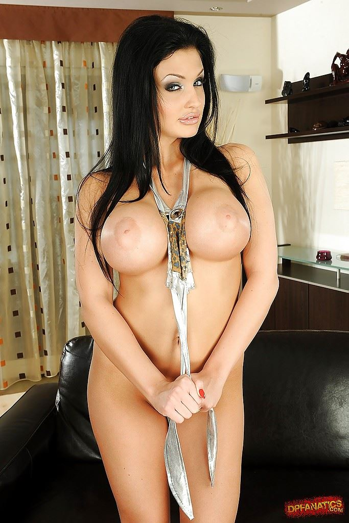 aletta ocean between tits