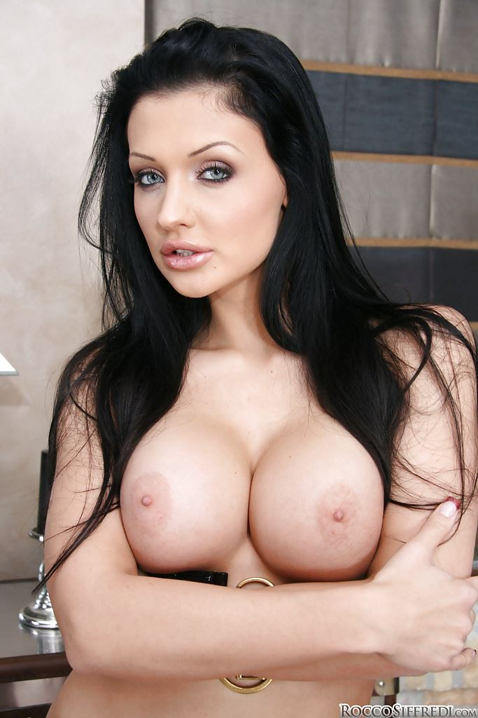 50+ HD Pictures of Aletta Ocean Nude and Her Sexy Big Tits