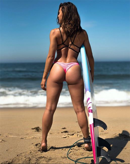 ana cheri and her perfectly shaped ass before surfing