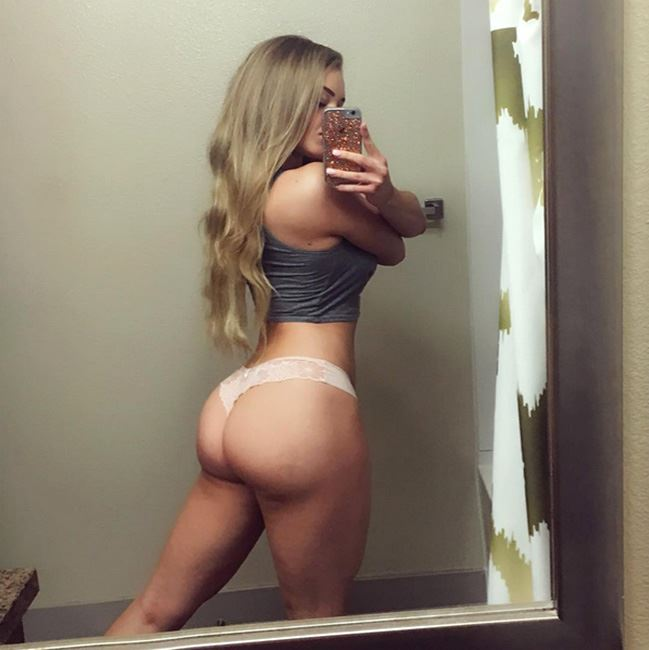 Courtney showing her big round ass