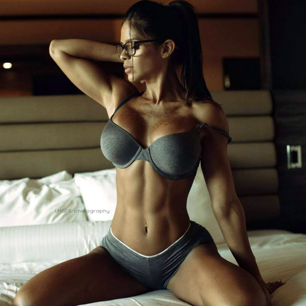 13 Best And Hottest Pictures of Michelle Lewin