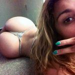 girl shows ass on cam