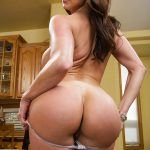 kendra lust round ass