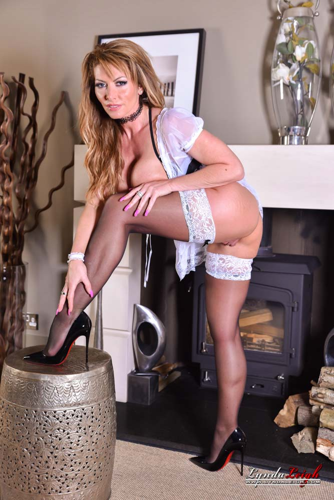 lynda leigh the ultimate british milf loves being the